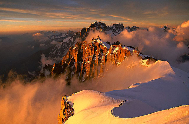 Climbers on the Midi-Plan ridge
