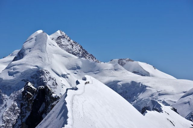 The east ridge of Breithorn