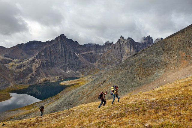 Tombstone mountains, Grizzly lake